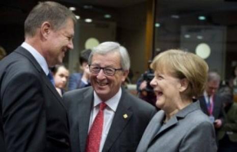 Klaus Werner Iohannis (președintele impus al României), Jean-Claude Juncker (președinte al Comisiei Europene) și Angela Merkel (cancelarul Germaniei). Toți trei sunt nemți, chiar dacă din țări diferite. Fără copii toți trei, puțin le pasă de viitor, după ei potopul! Iohannis o să execute permanent cele ordonate de către ceilalți doi. Așa și cu OMV-ul. Austria este un satelit al Germaniei, la fel ca și Luxemburgul lui Jean-Claude Juncker, iar României i-a fost impus de către germani să dea pe nimic PETROM-ul austriecilor pentru acceptarea în UE!