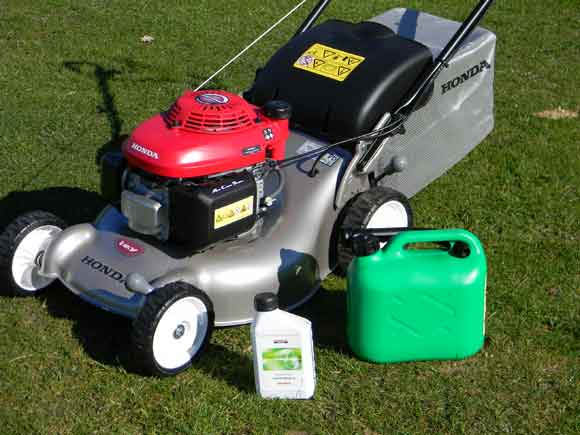 Honda Izy lawnmower with unleaded petrol and Honda 4-Stroke Oil