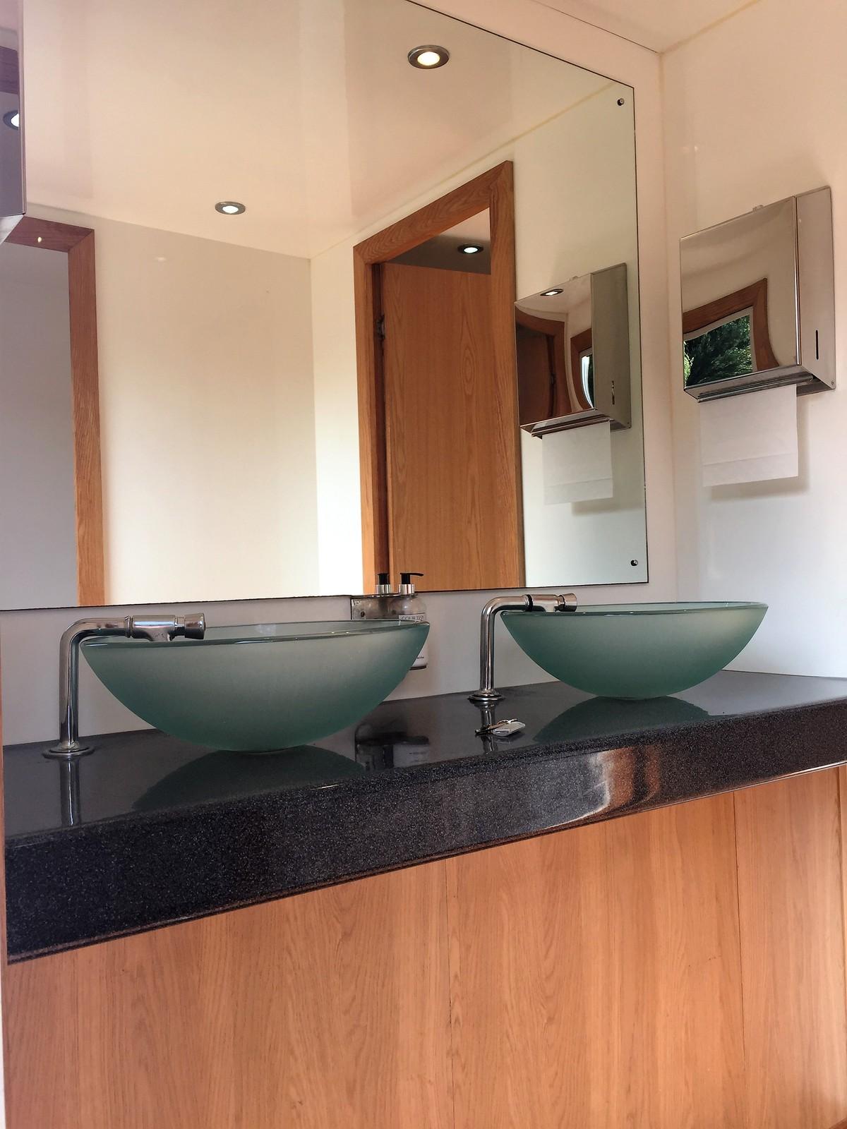premier-21-toilet-trailer-415