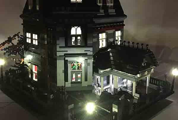 casa della famiglia Addams Lego