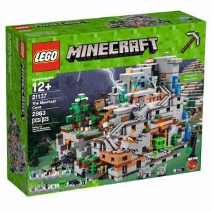 LEGO Minecraft Mountain (1)