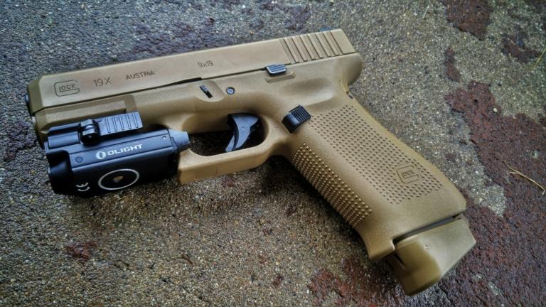 Glock 19x with Olight PLMini