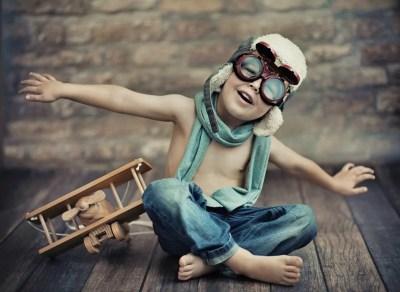 criança vive demais no mundo da imaginação Just Real Moms