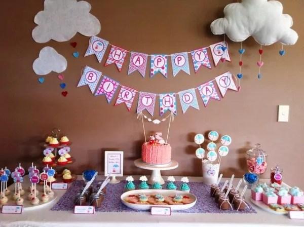 Ideias criativas para painel de festa de aniversário - Painel com bandeirolas