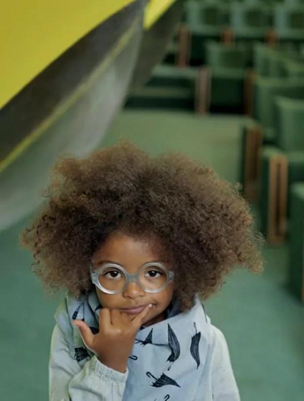 Alguns sinais de que seu filho precisa usar óculos e modelos lindos para se inspirar - Just Real Moms