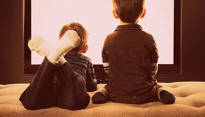5 motivos que mostram como ser mãe e pai em 1984 era mais fácil