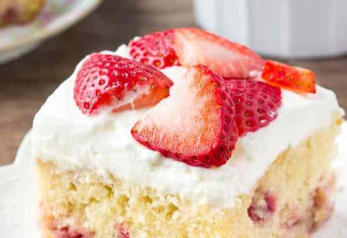 Homemade Strawberry Cake Just So Tasty