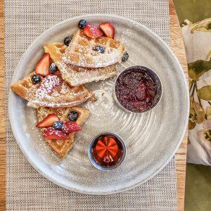 Vancouver - Canada - British Columbia - Parq Hotel - Honey Salt - Brunch - Waffles