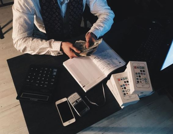 Use an Auto Loan Rate Calculator