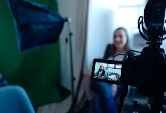 Blogging Vs. Vlogging
