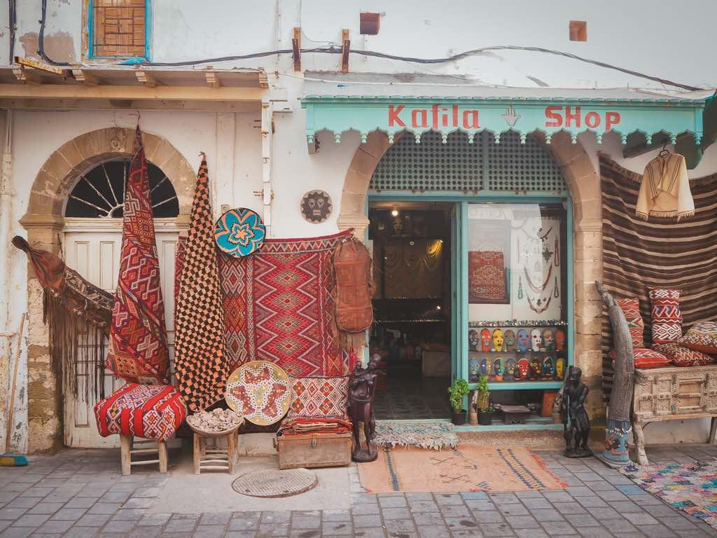 que-ver-en-essaouira-tiendas-medina-marruecos