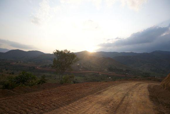 Opschieten om nog voor zonsondergang in Livingstonia aan te komen