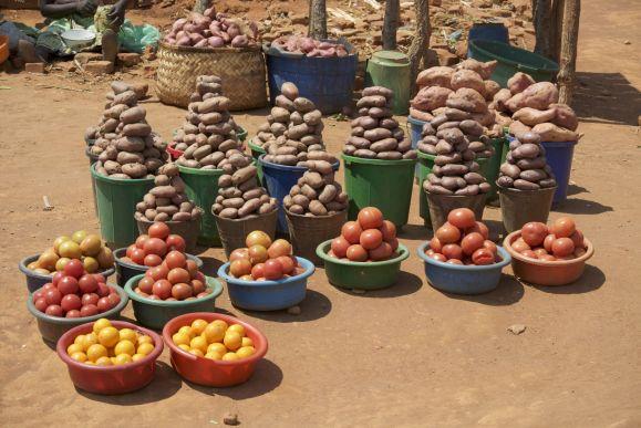 Deze kleurrijke markt doet je vergeten dat er (vooral meer naar het zuiden) honger is in Malawi