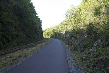 Fietsen langs het spoor zorgt meestal voor vlak fietsen