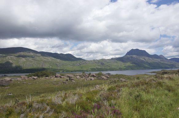 Geen straf om langs het langerekte Loch Maree te fietsen