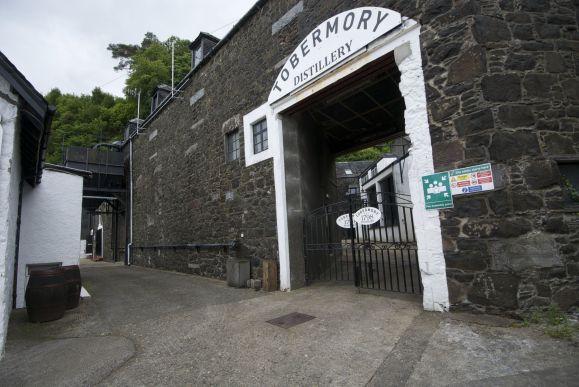 Net als in de meeste destilleerderijen mag je bij Tobermory ook binnen niet fotograferen wegens de alcoholdampen.
