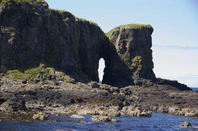 We varen om verschillende eilandjes heen om ze allemaal goed te kunnen bekijken.
