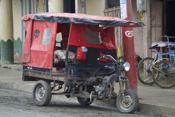 Typische motor taxi in Puerto Lopez