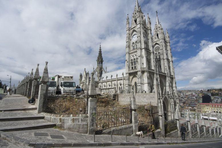 De Basílica del Voto Nacional is nog een vrij nieuwe basiliek, hij is zelfs nog niet helemaal af.