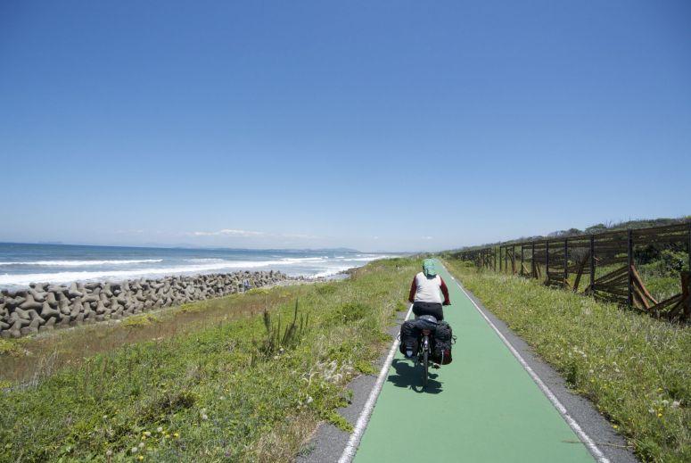 Een onverwacht genot op Kyushu is dit fietspad langs de kust.