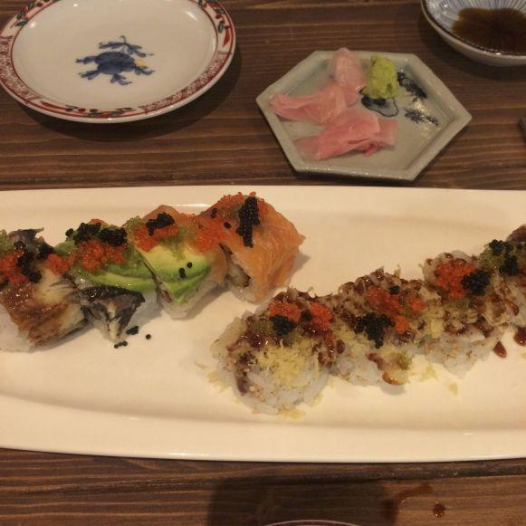 Twee van de vele heerlijke gerechtjes die we bestellen bij Sushi Dining Nob