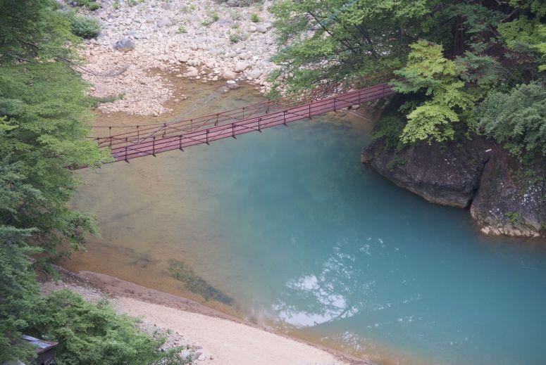 Geen idee waarom dat water een stuk zo'n vreemde kleur heeft.