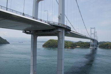 De Shimanami Kaido heeft prachtige fietspaden, ook op de bruggen.
