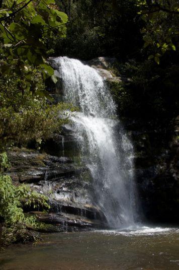 Pauze bij een mooie waterval.
