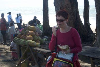 Jonge kokosnoten, een drankje en een hapje in één.
