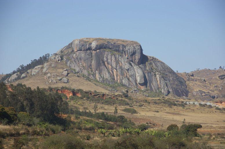 Dit soort vreemd gevormde bergen steken meer en meer de kop op.