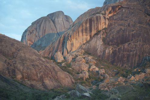 De zon kleurt de bergen extra mooi, mooie afsluiting van een prachtige dag!