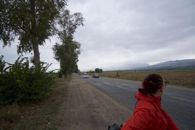 Regen, koel en vlak asfalt, dan ga je redelijk doorfietsen