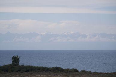Je zou bijna denken dat het een zee is, tot je ziet dat het aan de overkant niet alleen wolken zijn, maar ook bergen.
