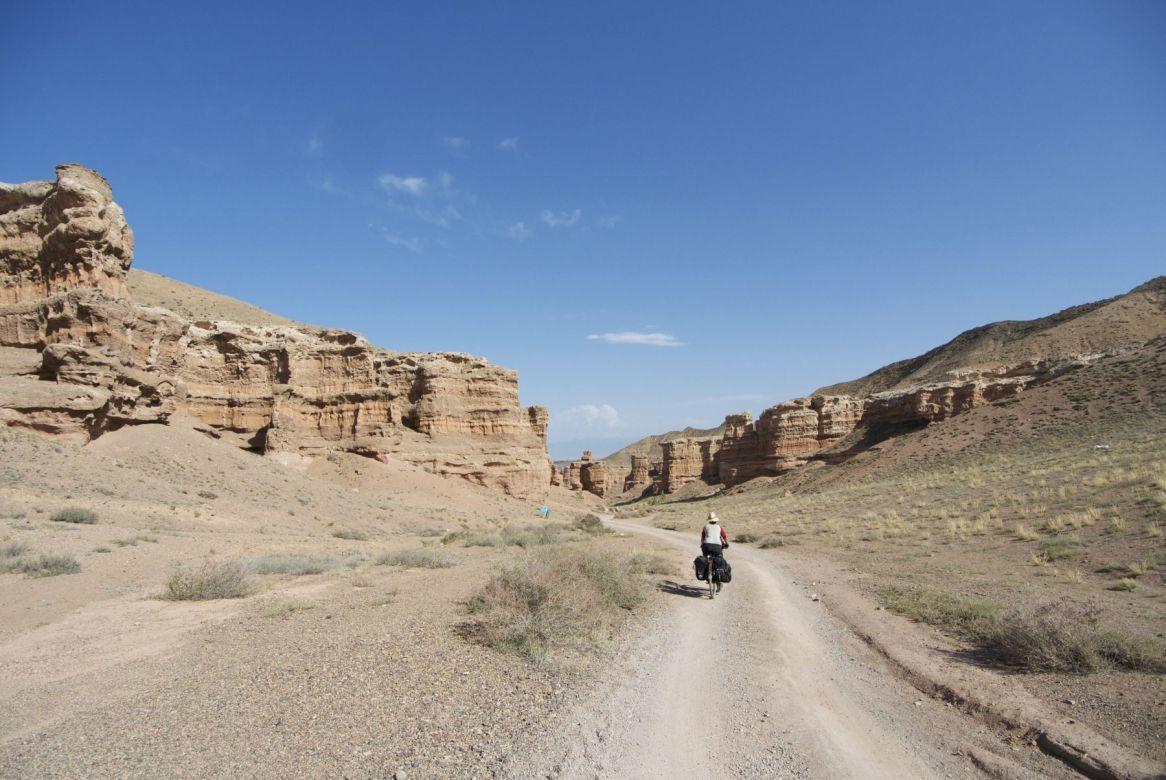 Eenmaal beneden in de canyon is het verder makkelijk afdalen naar de rivier.