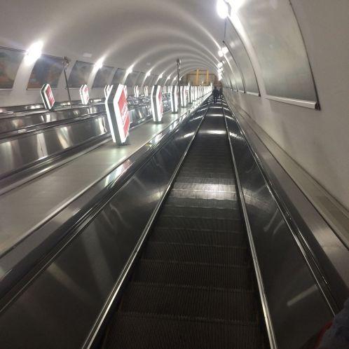 Jut en Jul gaan weer vroeg naar huis, voordat de metro in een pompoen verandert....
