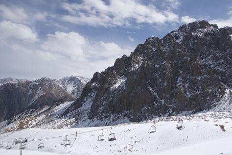 Buiten het ski-seizoen, dus de ski-lift doet het niet. Maar ik denk dat ik daarin mogelijk wel last gehad zou hebben van mijn hoogtevrees.