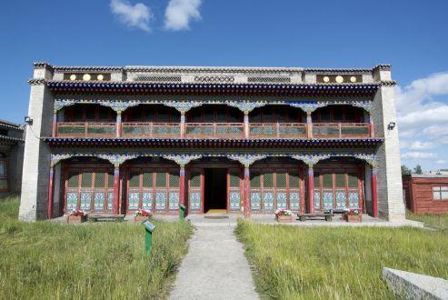 Het Zayain Gegeenii Süm tempel complex heeft de Sovjet tijd overleefd door een museum te worden.