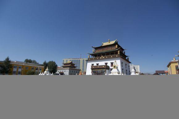 Jammer van die lelijke flats op de achtergrond, maar dat krijg je in Ulaanbaatar.