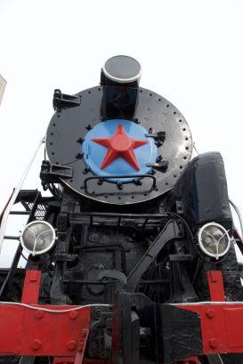 Er staat ook nog een oude locomotief.