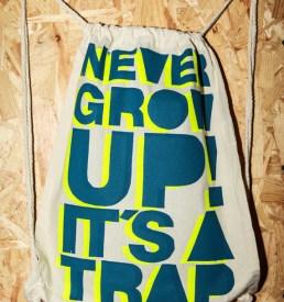 never_grow_up_Rucksack_neon3