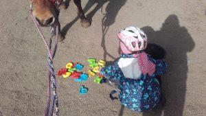 Kinderübung im Pferdegestütztem Coaching