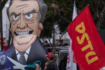 Campaña Fora Bolsonaro, iniciada el viernes por movimientos sociales y de izquierda para exigir su salida