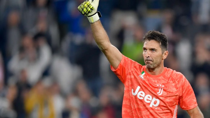 Buffon sets record 648th Serie A appearance! - Juventus