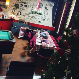 Weihnachtsfeier im jugendzentrumwittmund raclette merrychristmas froheweihnachten jugendarbeit juzwittmund wirlassenesunsgutgehen