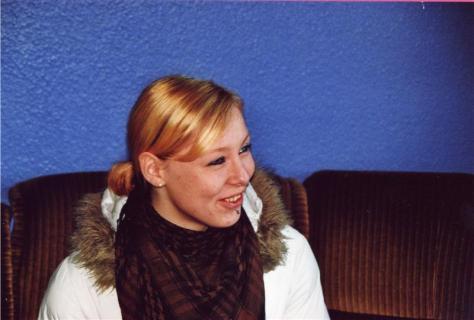 Ramona im Jugendraum