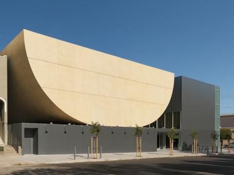 "Beth Sholom in S.F. has an ""apple slice"" exterior. (Photo/Natoma Architects)"
