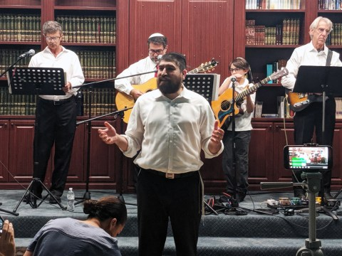 """Rabbi Raleigh Resnick at Chabad of Tri-Valley's """"Unity Shabbat,"""" Sept. 20, 2019. (Photo/David A.M. Wilensky)"""