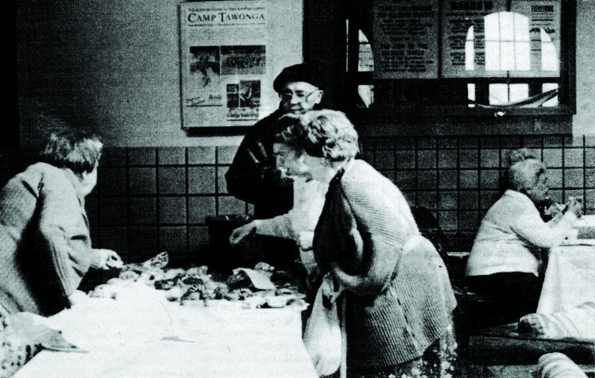 Residents of Menorah Park, who went days without power after the quake, picked up food at the JCC of San Francisco. From our Oct. 27, 1989 issue. (Photo/Matt Elkins)