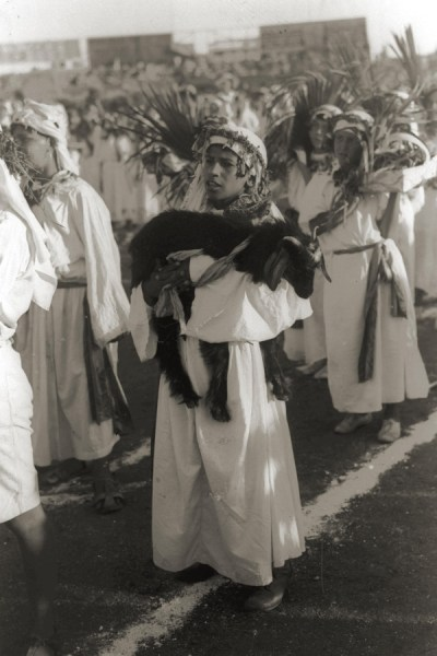 First fruits offering in the 1934 Bikurim parade in Haifa. (Photo/GPO via Wikipedia)