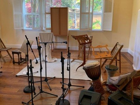 Marc Dollinger's living room all set up for the leaders of The Kitchen's Yom Kippur services. (Photo/Courtesy Dollinger)